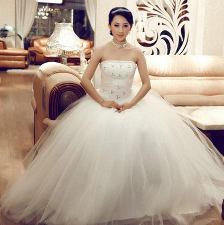 30 mẫu áo cưới đẹp nhất tuần lễ thời trang 2012