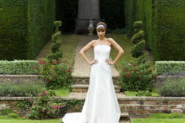 Trái tim 'lỗi nhịp' vì váy cưới cổ điển