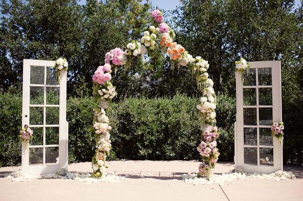 Trang trí lễ cưới đẹp ít tốn hoa tươi