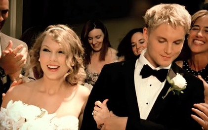 Sắc màu đám cưới trong các MV US&UK