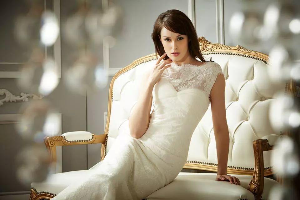 Váy cưới gợi cảm khoe vai đẹp