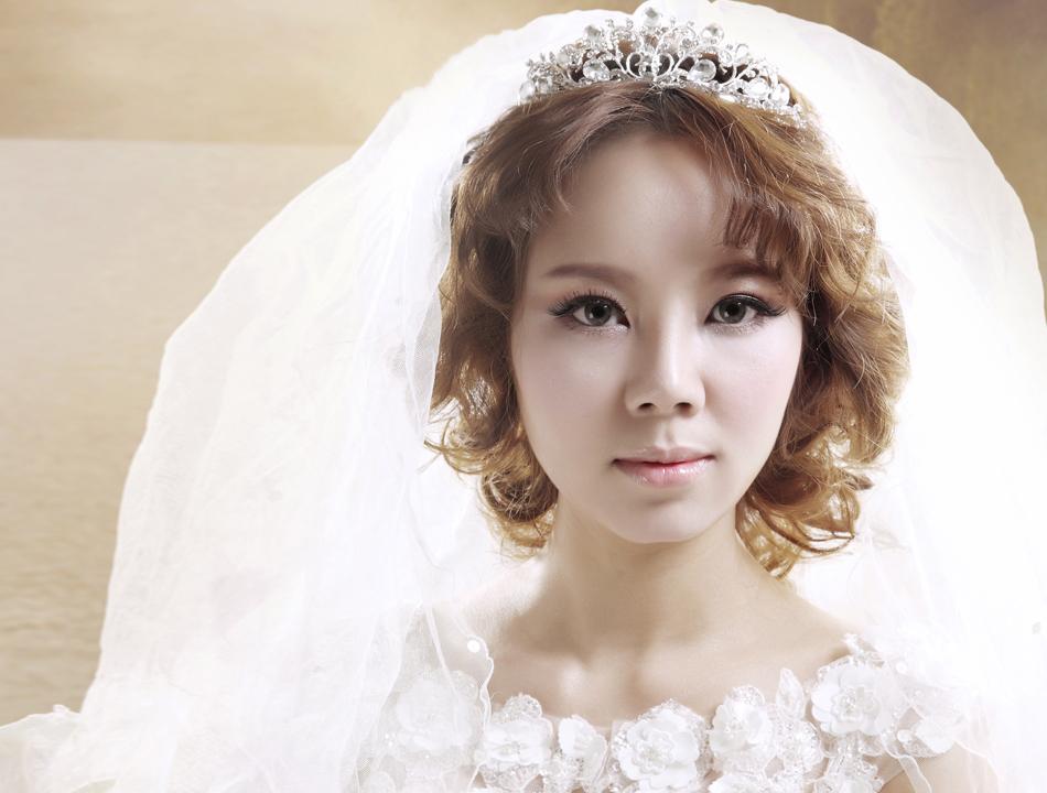 Hai kiểu tóc tuyệt xinh cho cô dâu tóc ngắn